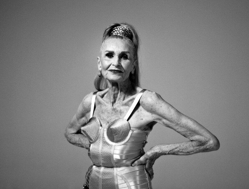 фото старой женщины в белье