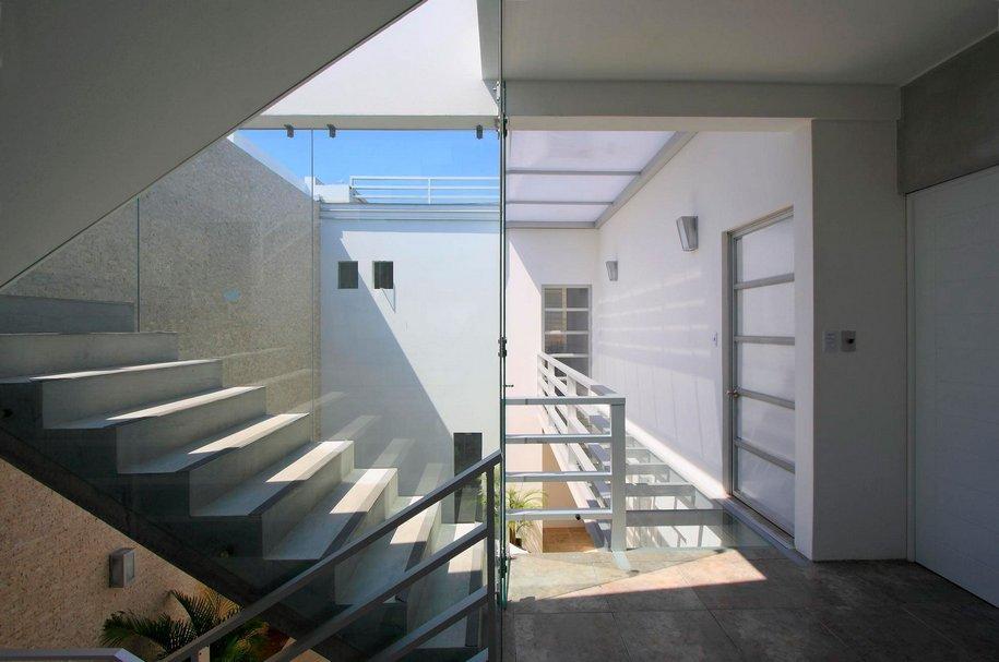 Бассейн на крыше дома в Перу