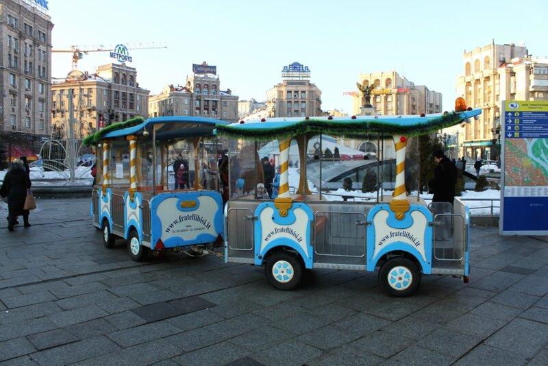Экскурсионный паровозик на Майдане Незалежности