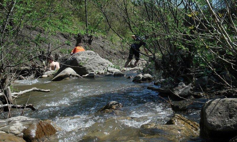 Но вначале заманились в прохладный ручей, очень жарко