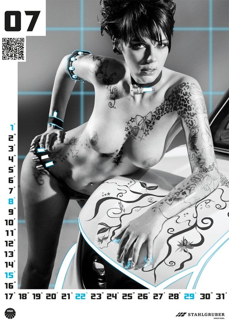 эротический календарь поставщика автозапчастей Stahlgruber на 2012 год -  Werkstatt Kultur
