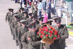 Возложение цветов к памятнику защитникам Москвы