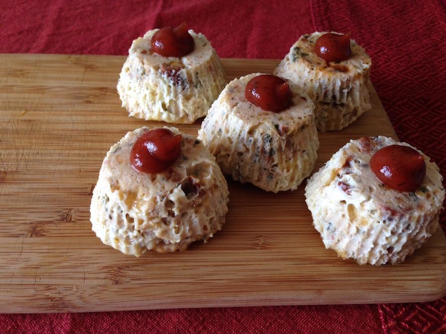 Куриные кексы с вялеными помидорами