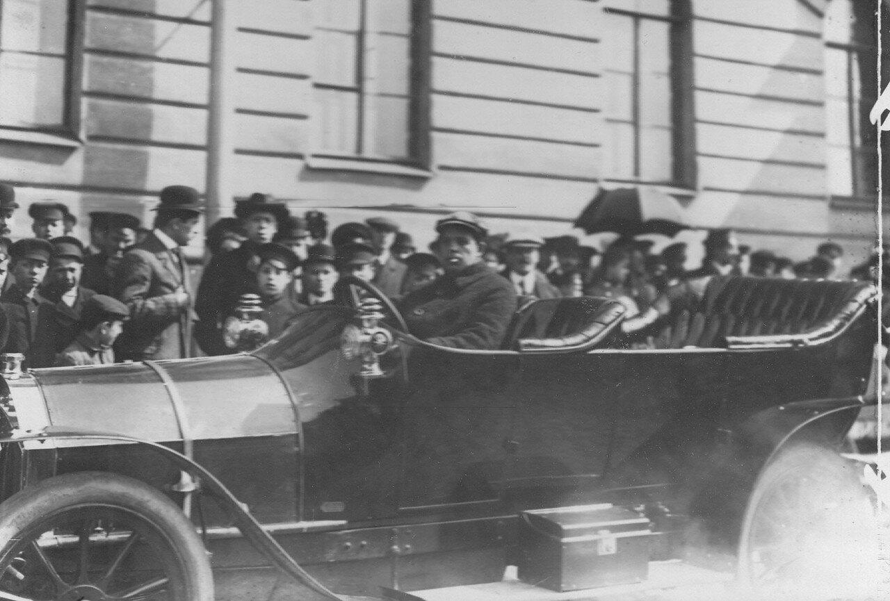 005. Участник пробега Михайлов в автомобиле. Апрель 1911