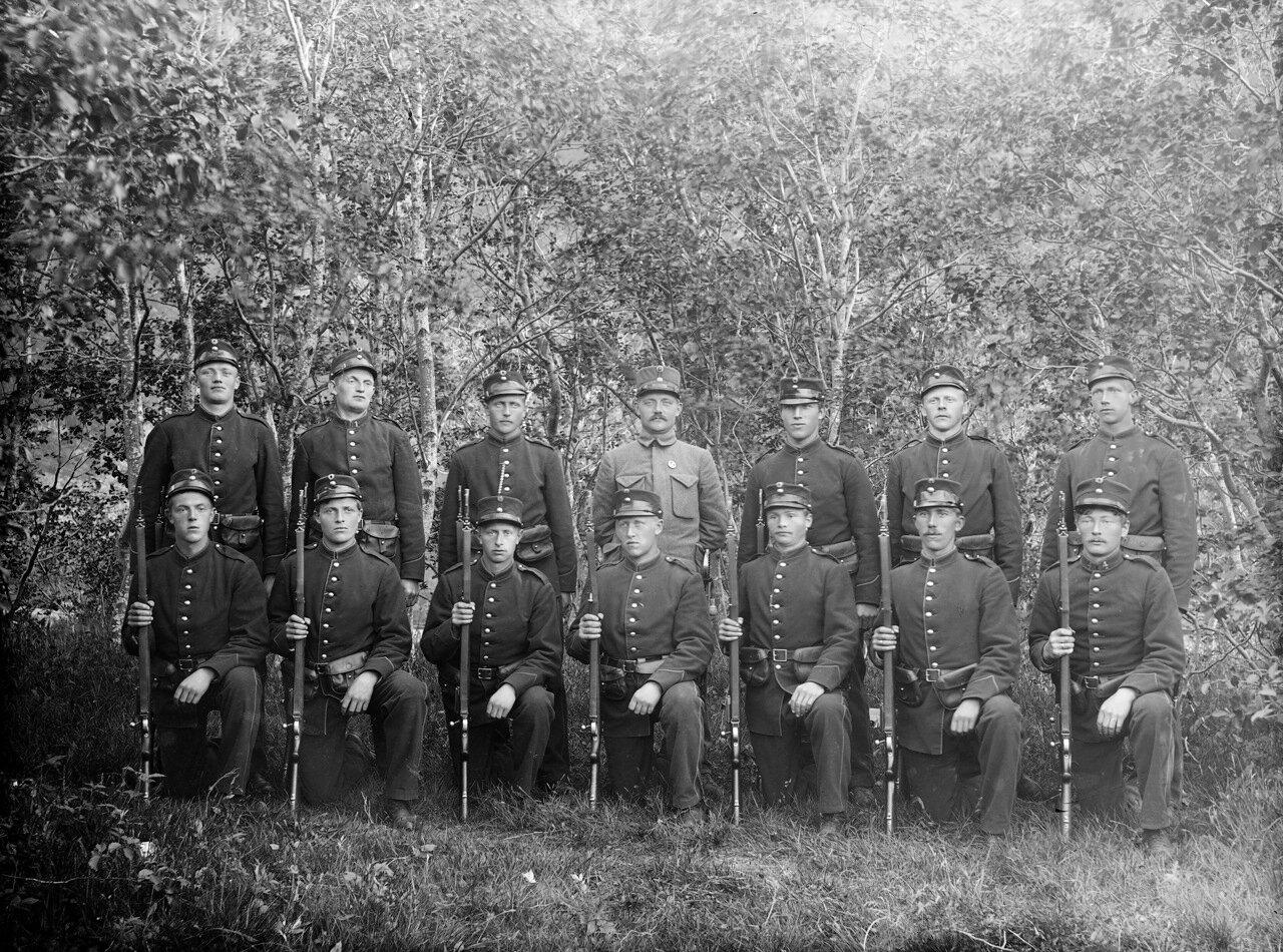 14 норвежских солдат, около 1894-1910.