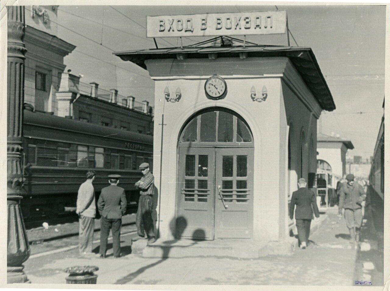 Омск 1960 вход в вокзал.