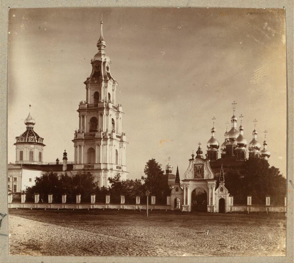 Кострома. Успенский собор и вход в него. 1910.