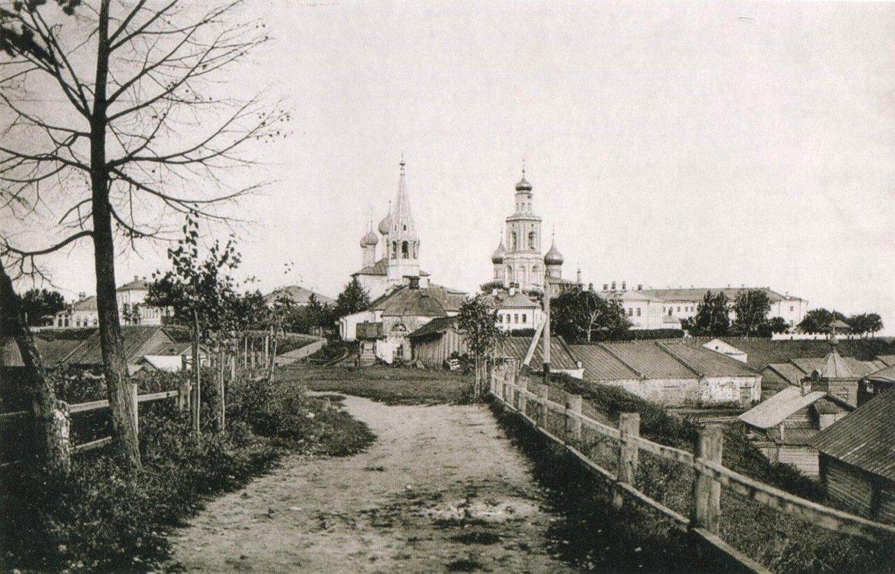 Вид на центральную часть города от здания Спасских казарм.