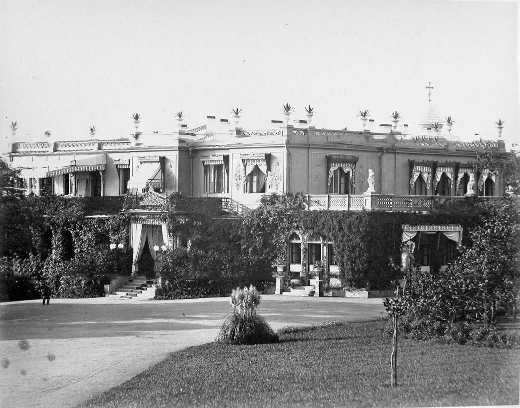 11. Ливадия. Вид части фасада Большого Императорского дворца (архитектор И.А.Монигетти, 1862-1863 гг.)
