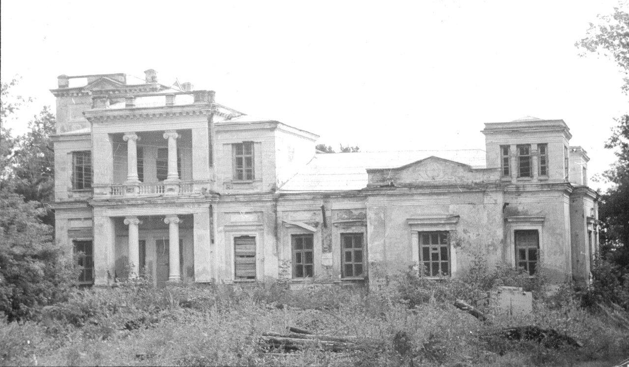 Главный дом усадьбы. Конец 90-х годов прошлого века