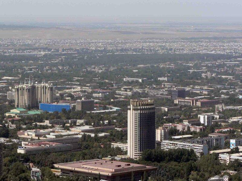 Мельников Сергей, Алматы. Вид на город с Кок-Тобе. На горизоте - Великая Степь