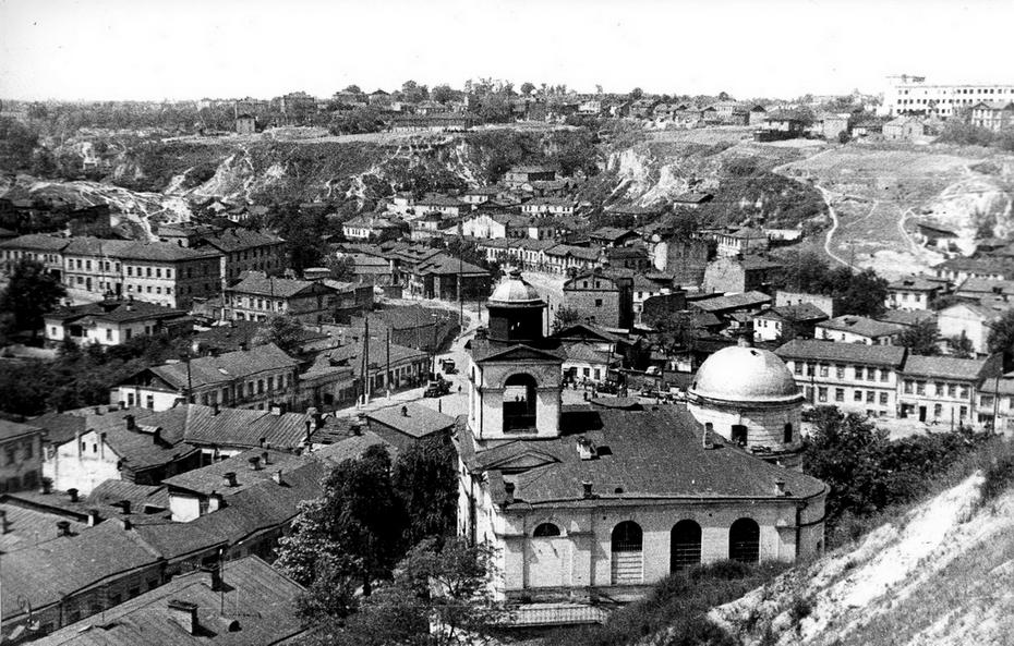 1946.05. Вид на Крестовоздвиженскую церковь с Фроловской горы