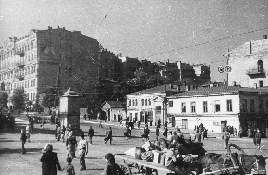 1944.10. Угол Хрещатика и бульвара Шевченко с Бессарабской площади.