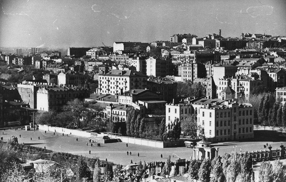 1959.10. Панорама улиц Жадановского (сейчас улица Жилянская) и Красноармейской с Черепановой горы