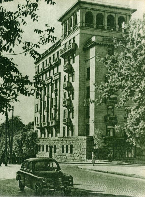Жилий будинок письменників на вулиці Леніна.