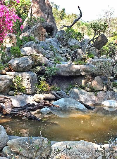 Водопад из камней
