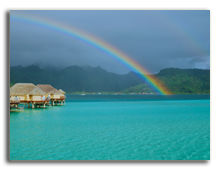 Французская Полинезия. Over-water bungalows with rainbow. Фото  NSemprevivo - shutterstock