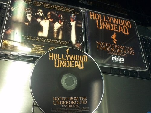 Hollywood Undead - Notes From The Underground - Unabridged Deluxe Edition (2013) фото всего комплекта диска и буклета