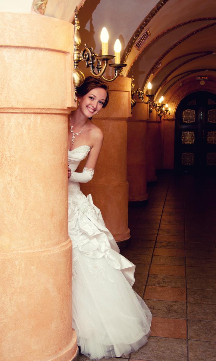 Невеста за колонной