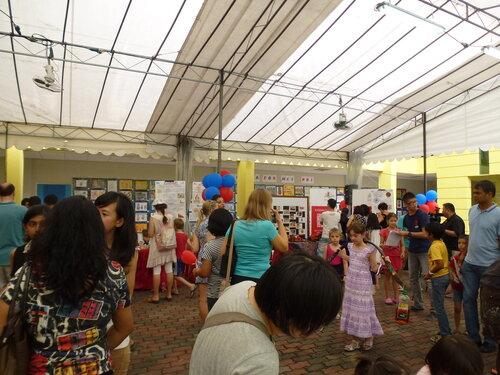 Посетители Русской ярмарки в Сингапуре