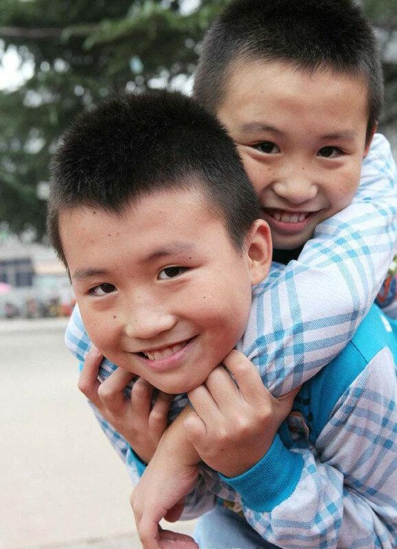Школа близнецов в Китае. В одной школе   32 пары близнецов!