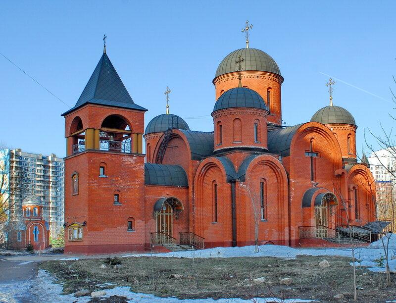 Храм Святителя Николая, архиепископа Мир Ликийского, чудотворца и часовня Великомученика и целителя Пантелеймона.