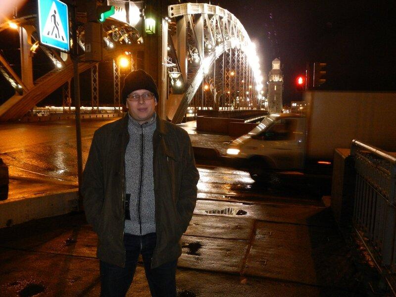 Я на фоне Большеохтинского моста