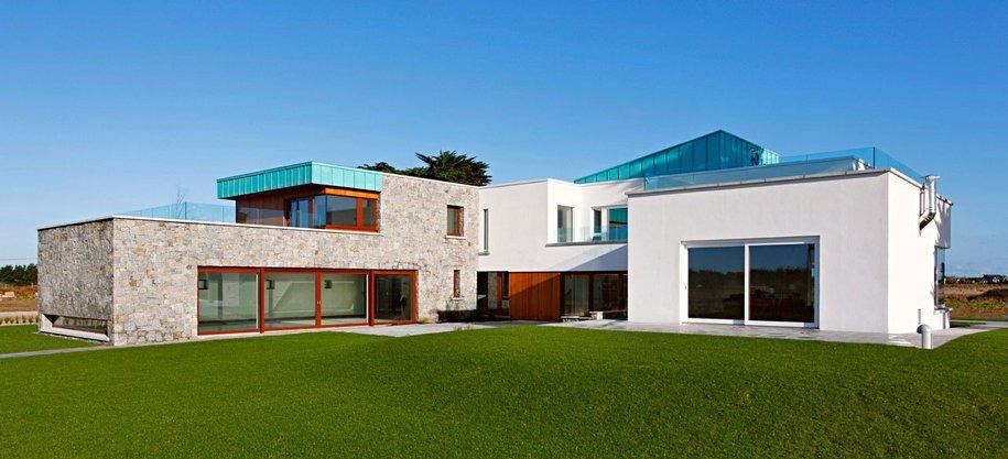 Частный дом с бассейном в пригороде Ирландии