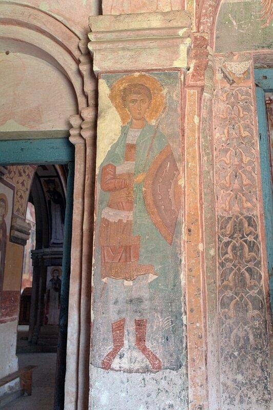 Святой воин. Фреска справа от входа в собор монастыря Гелати