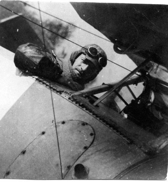"""Военный летчик Ш. Мочавариани на """"Ньюпоре"""". 1917.jpg"""