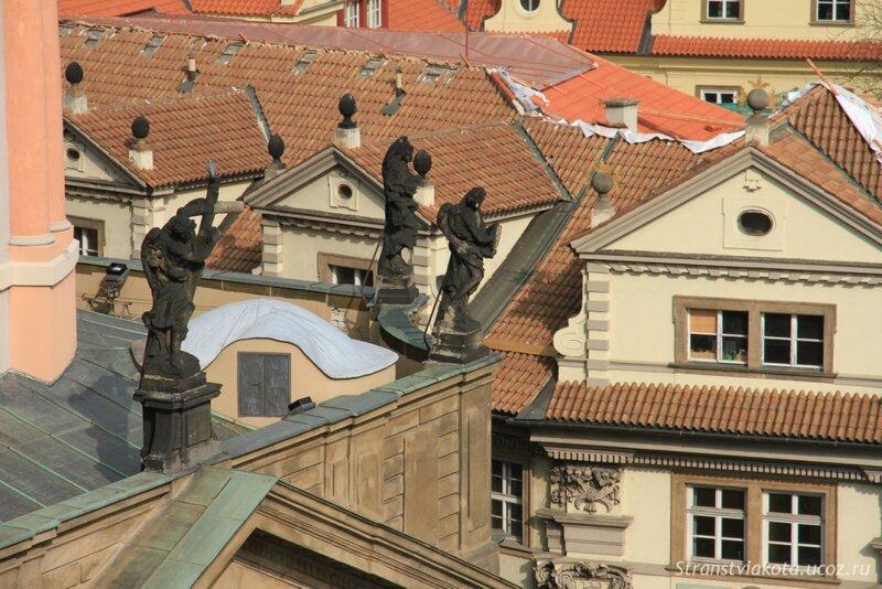 Прага, Мостовая башня