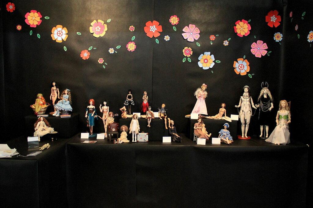 Стенд шарнирных кукол doll_art_bjd