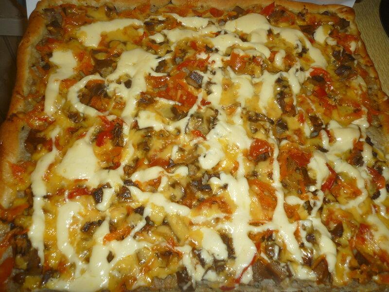 Пицца из слоеного теста. Быстро, сытно, вкусно