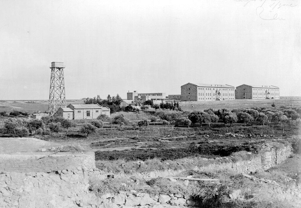 Общий вид института Мелконяна, расположенного на окраине Никосии, Кипр, 1926 г.
