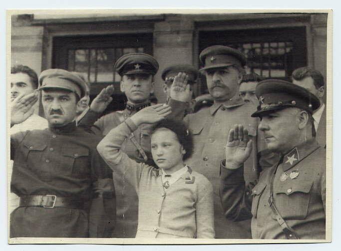 Ворошилов, Микоян и Орджоникидзе с дочерью