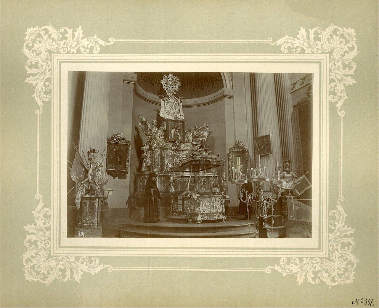 Рака с мощами бл. вел. кн. Александра Невского в Троицком соборе