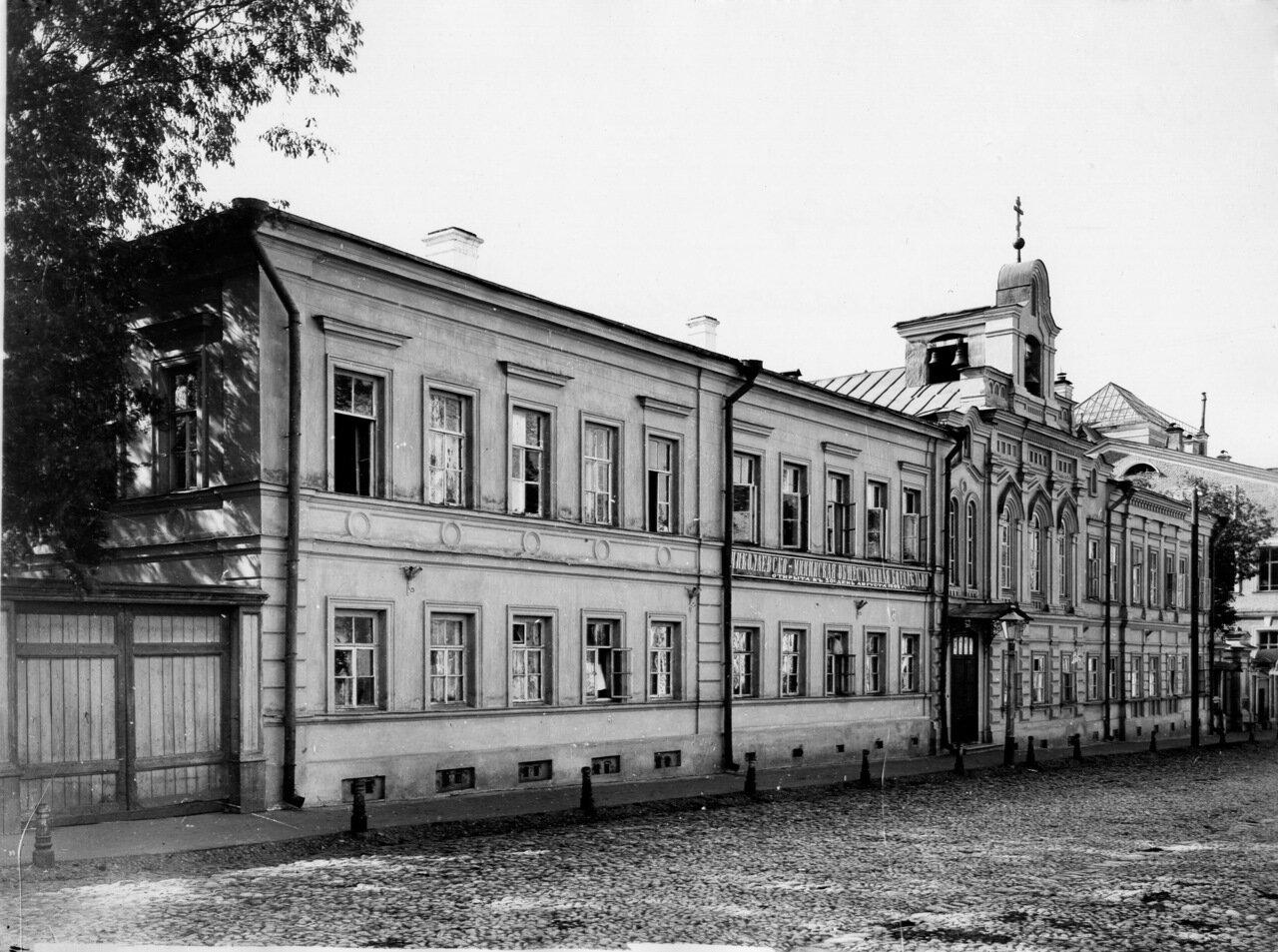 Ильинская улица. Мининская богадельня