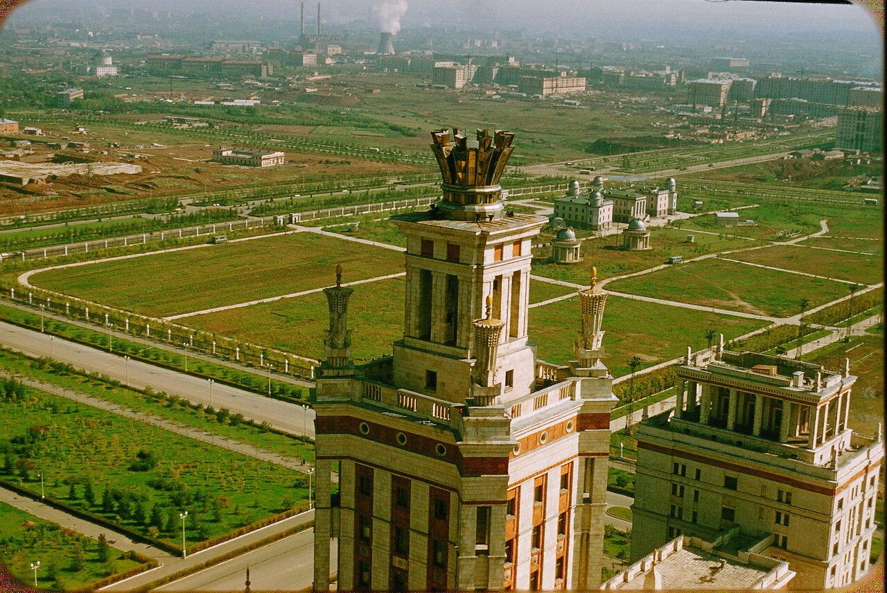 Вид на северо-восток с высоты МГУ