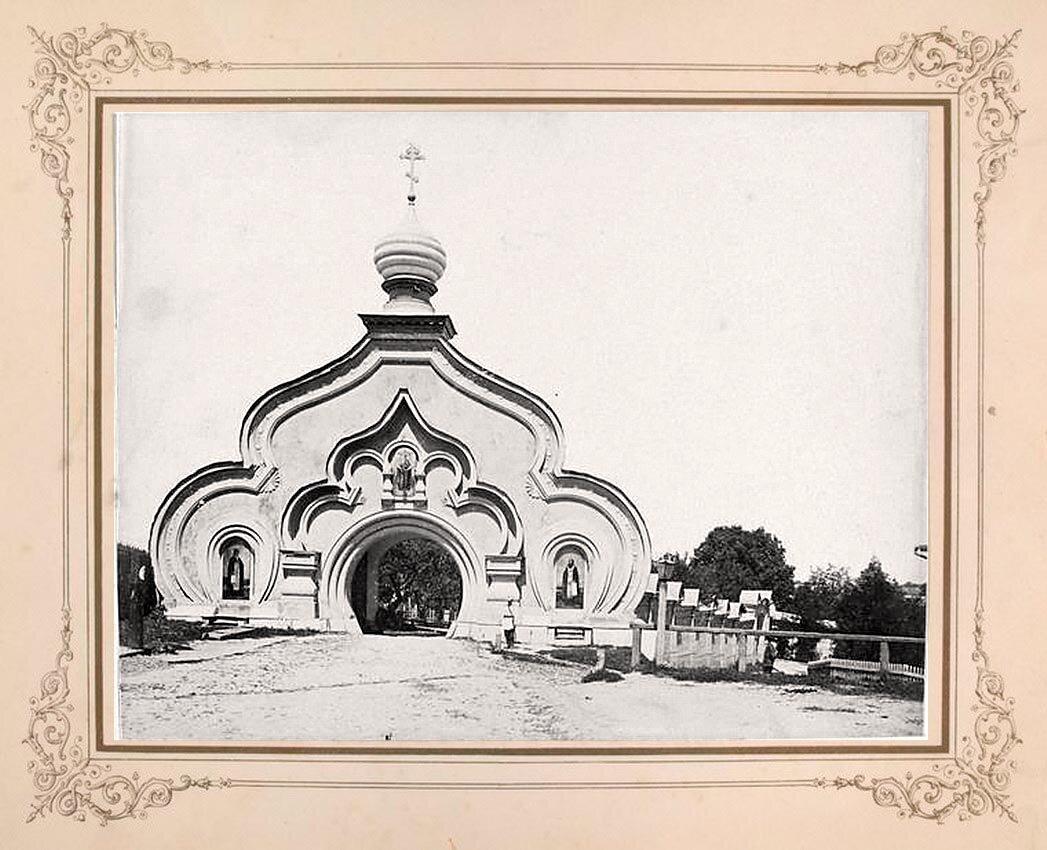 2. Ворота монастыря