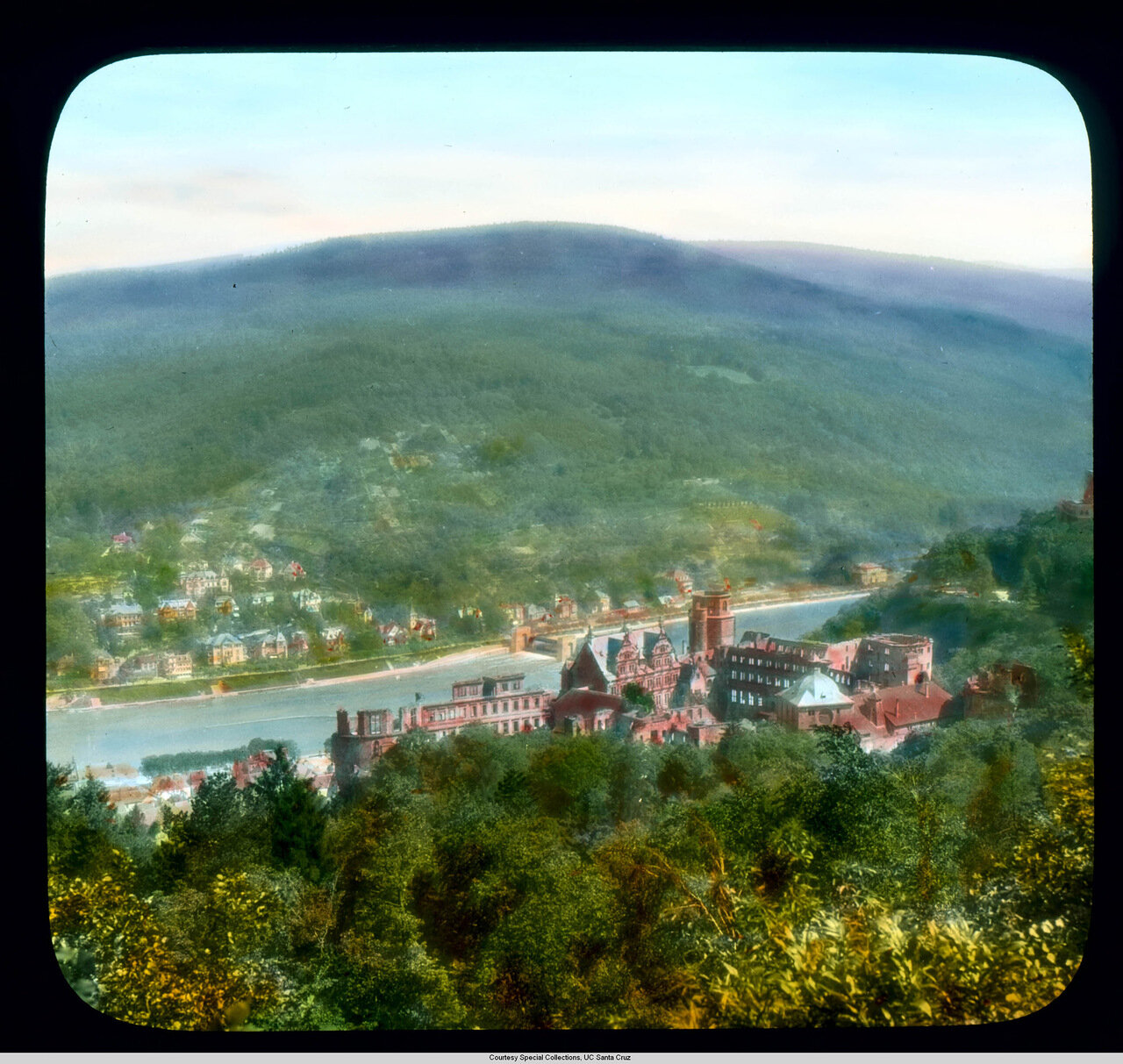 Гейдельберг. Замок. Панорама замка, реки Неккар и отдаленных холмов