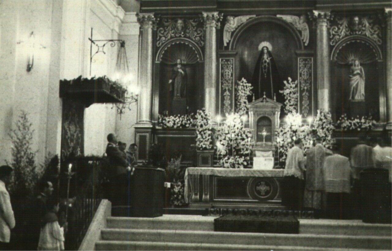 Месса в церкви Успения. Франко под пологом
