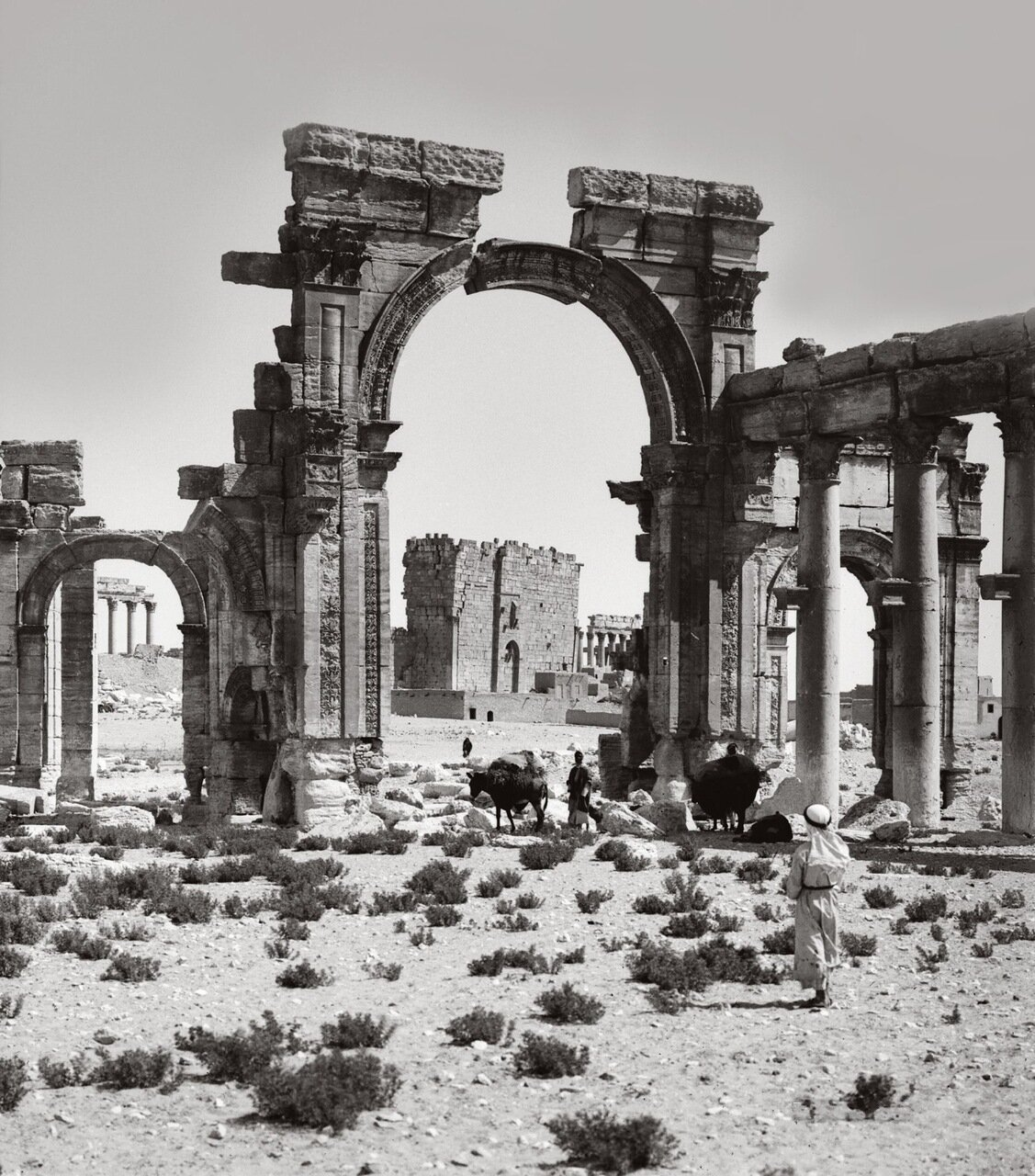 Триумфальная арка у входа в колоннаду. Пальмира. Тадмор, Сирия. 1900-1920 гг.