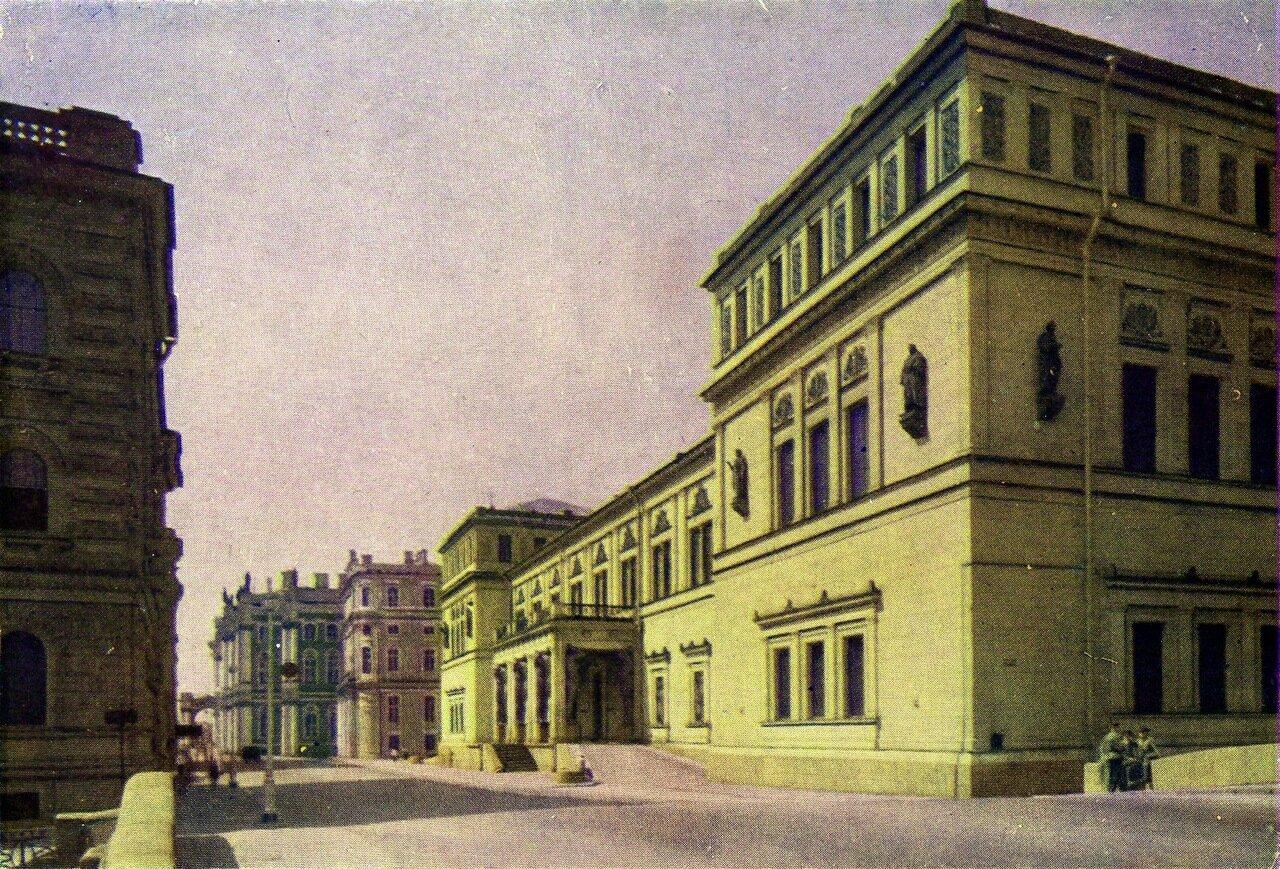Здания Эрмитажа со стороны улицы Халтурина