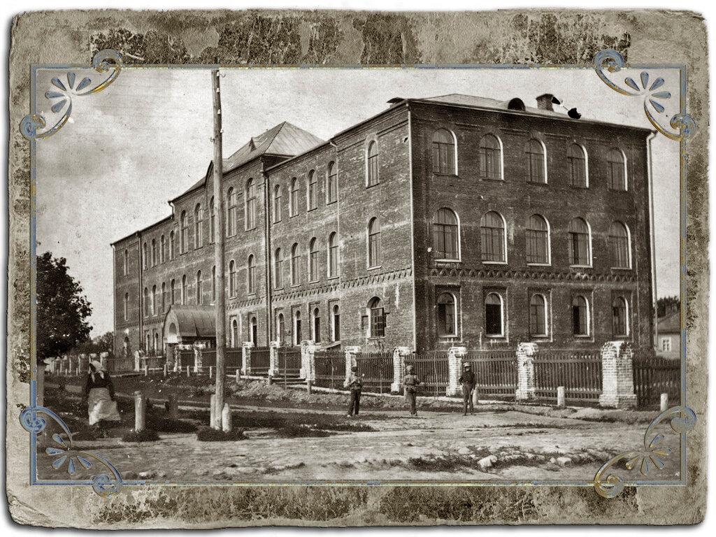 Здание Кашинской духовной семинарии Дмитровского монастыря