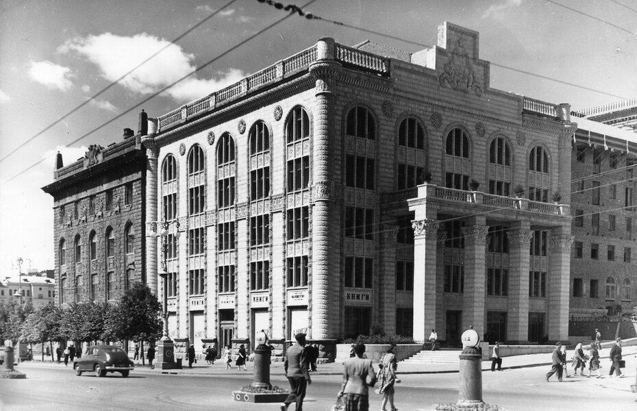 1952.06.18. Угол улиц Свердлова (теперь улица Прорезная) и Хрещатика