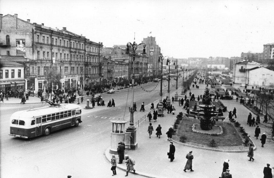 1948.10. Панорама Хрещатика от Бессарабской площади. Фото: Барабанова Б.О.