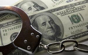 Двоих полицейских из Леова задержали за взятку