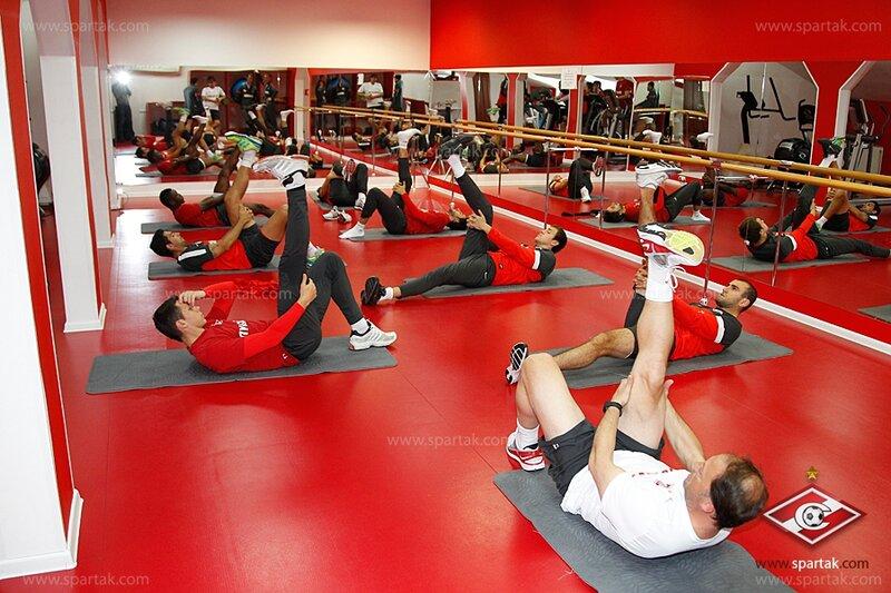 Спартаковцы занимаются в тренажерном зале (Фото)