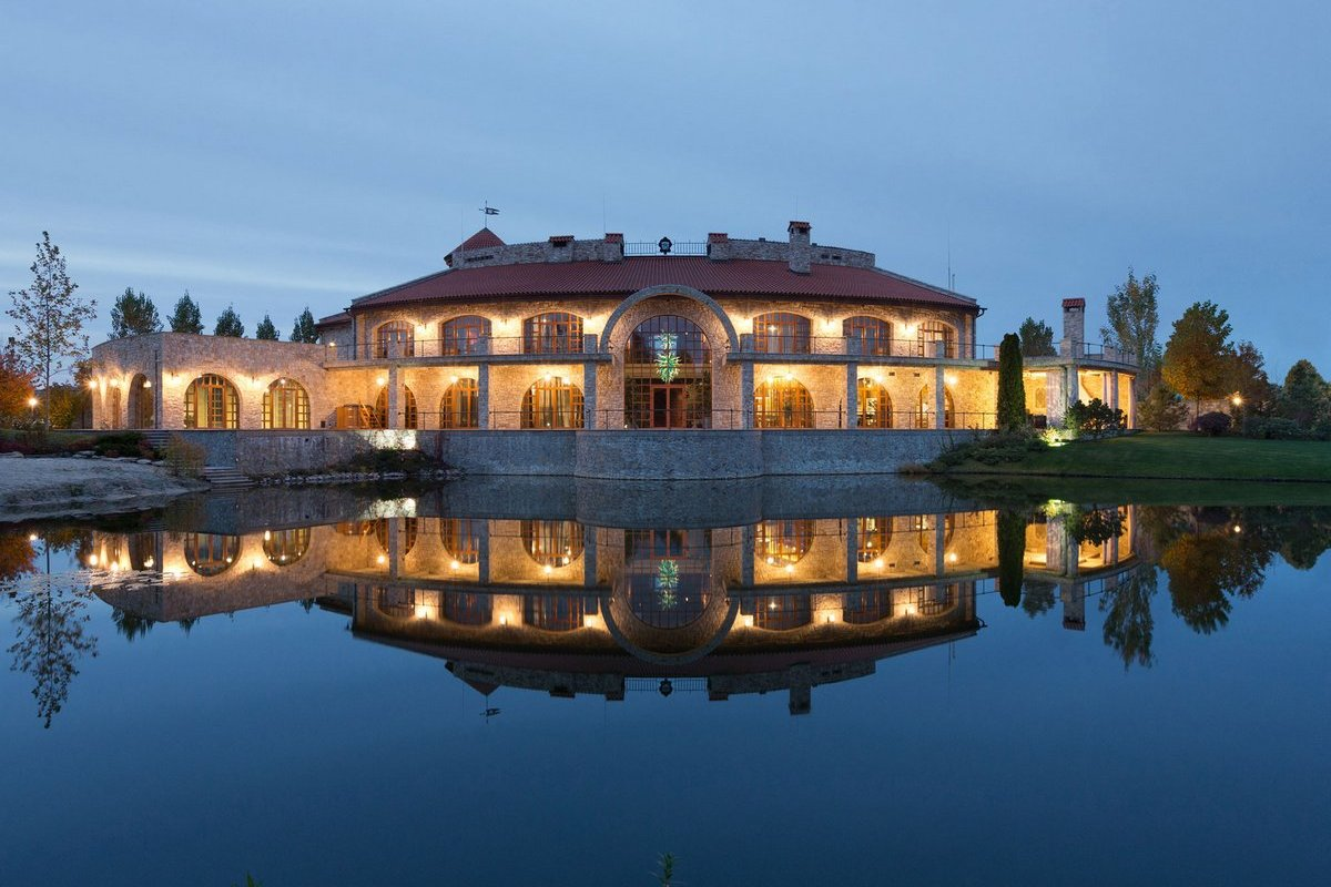 Роскошная резиденция в пригороде Киева