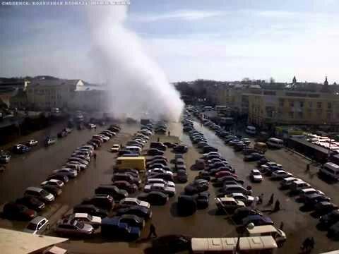 Прорыв трубы в Смоленске (видео)